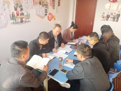 第四党小组开展学习交流活动